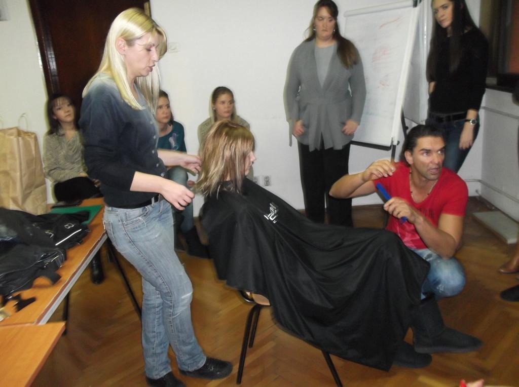 Kurs za frizere na studijama MAKEUP UMETNOSTI Sa nastave Stilizovanje frizura