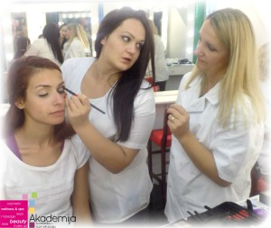 Pogledajte šta učimo na trećem predavanju na kursu za profesionalne šminkere