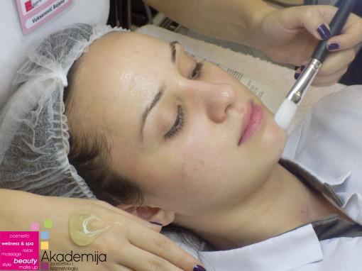 VOĆNE KISELINE – vežba na predmetu: Specijalni tretmani lica