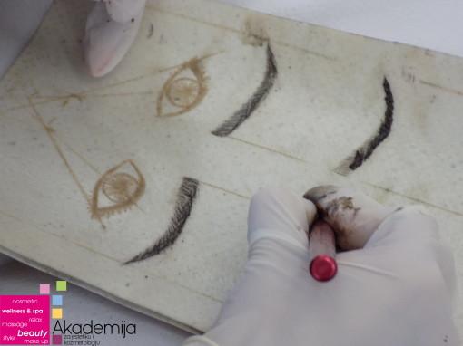 Kako se radi japansko iscrtavanje obrva – vežba na veštačkoj koži