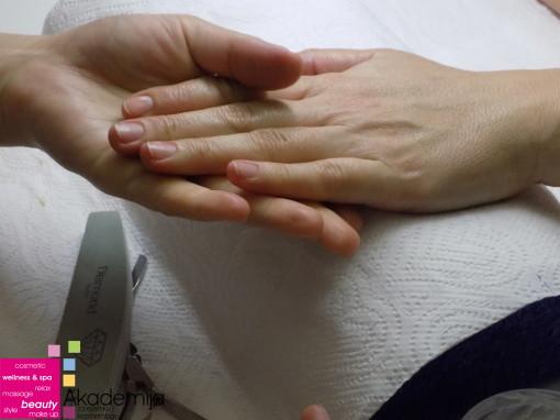 ZIMSKI MANIKIR – piling, masaža i hranljiva krema