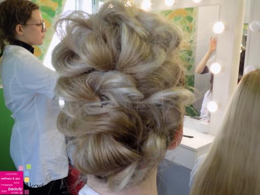 KOKTEL FRIZURA – nastava na predmetu Stilizovanje frizura prva godina smer Makeup artist