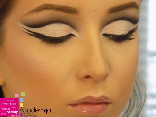 CUT CREASE – sa nastave na predmetu Scenska šminka, prva godina, smer Makeup artist