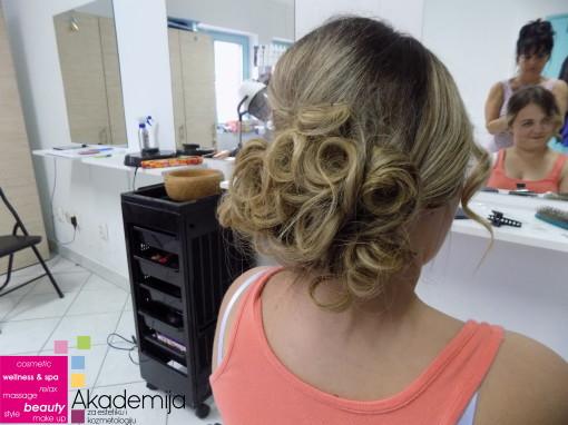 KOKTEL PUNĐA – sa nastave na kursu za profesionalnog frizera
