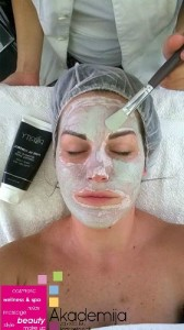 Tretman nege masne i aknozne kože