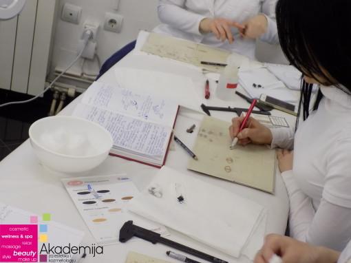 Kako se vežba japansko iscrtavanje obrva