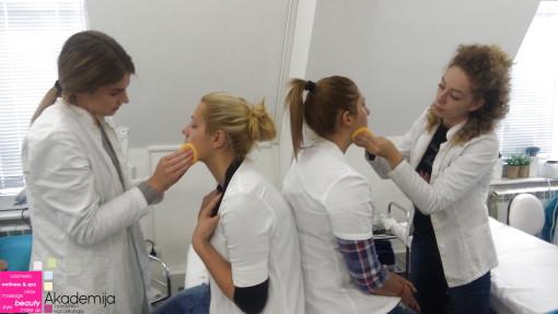 PRIPREMA ZA ŠMINKANJE – studenti prve godine smera Makeup artist