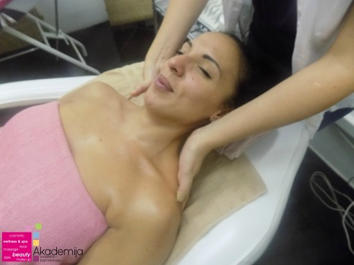 Kako se radi masaža lica