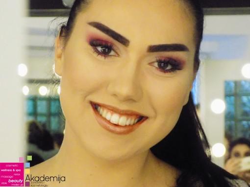 ŠMINKA I SVETLO- sa praktične nastave na predmetu studenata prve godine smera Makeup artist