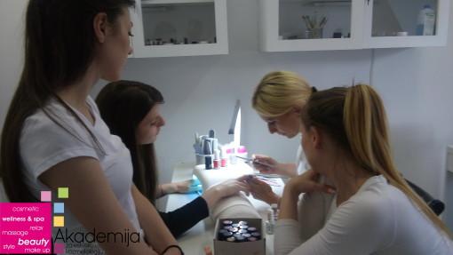 Kako se radi ojačanje prirodnih noktiju