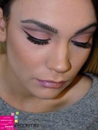 SVEŽE I SJAJNO LICE – sa nastave na kursu za profesionalne šminkere