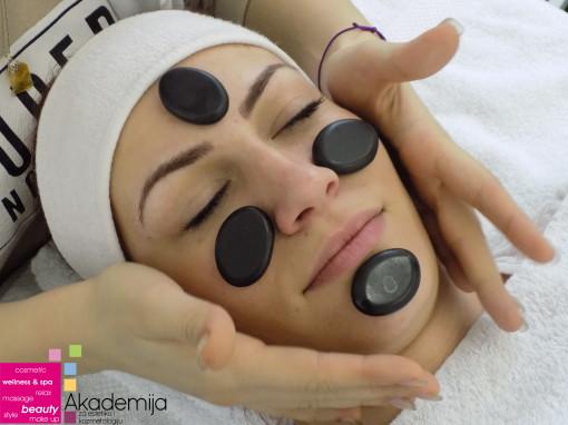 MASAŽA LICA VULKANSKIM KAMENJEM – opuštanje lica preko refleksnih zona