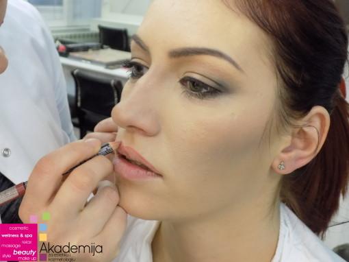 SUPTILNI SMOKEY EYES – sa nastave na kursu Tehnike šminkanja lica