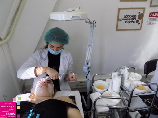 STUDENTI PRVE GODINE NA PRIMENJENOJ KOZMETOLOGIJI – higijenski tretman lica