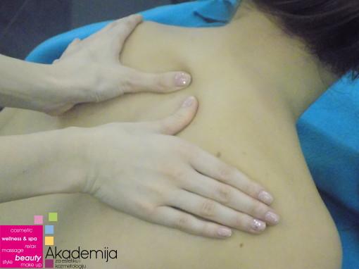 ŠTA JE CERVIKALNI SINDROM? – bolovi i ukočenost u vratu