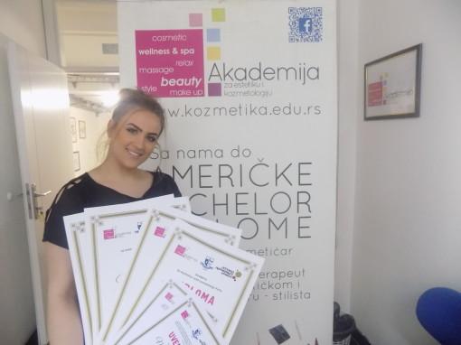 Maja Bursać, akademski kurs profesionalnog i scenskog šminkanja