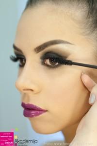 KAKO SENKOM POVEĆATI OČI? – male trajne i trikovi svakodnevnog šminkanja