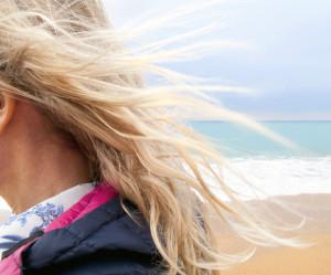 PRIPREMA KOSE ZA LETO – nega i stiliizovanje frizure tokom letnjeg perioda