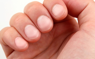 03-hands-fingernail-color
