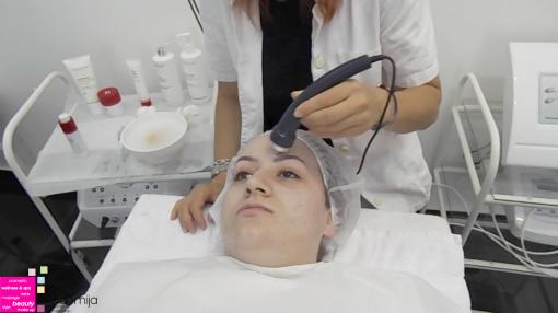 KAKO SE PRIMENJUJE ULTRAZVUK – nastava na kursu za kozmetičare II nivo