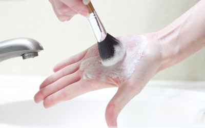 Cleaning-Your-Makeup-Brushes-Step-4