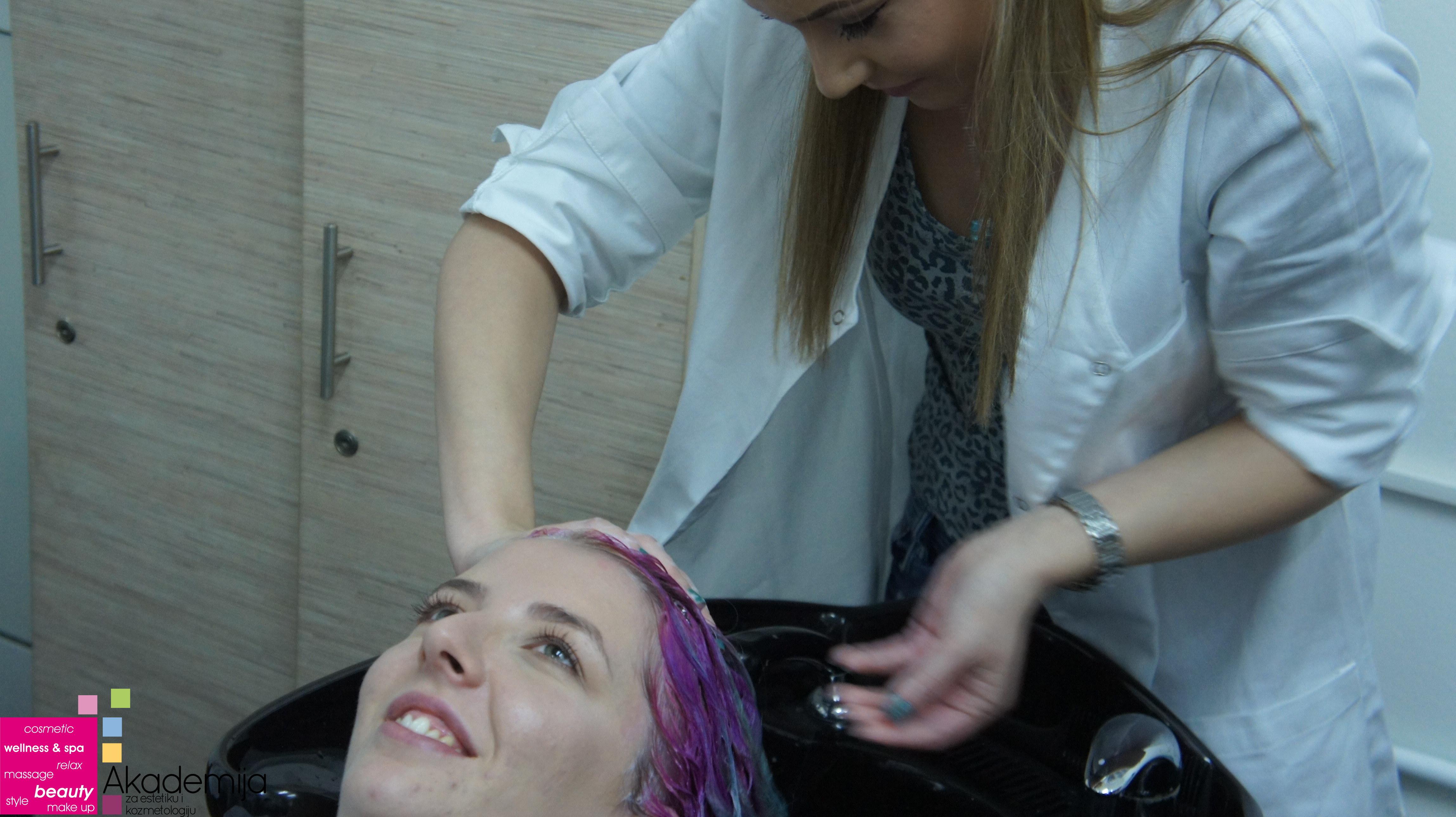 PROFESIONALNO PRANJE KOSE – nastava na smeru Makeup artist