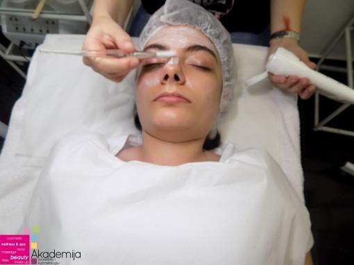 PRAVILNO KORIŠĆENJE PREPARATA NA KOŽI – nastava na kursu za kozmetičare
