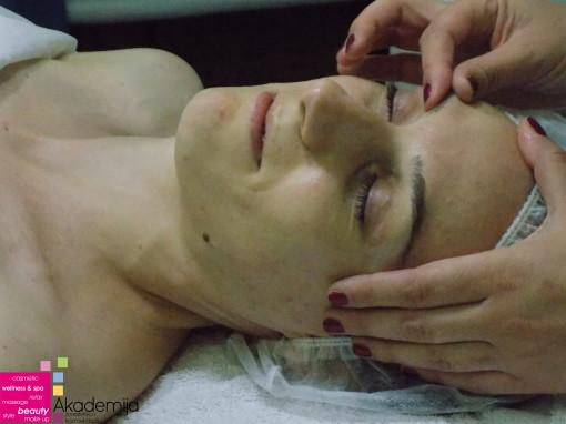 ZAŠTO TREBA MASIRATI LICE? – blagotvorna dejstva masaže lica