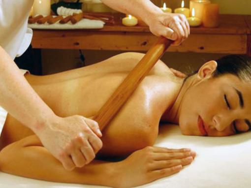 KAKO DELUJE MASAŽA OKLAGIJAMA? – mršavite u udobnosti kreveta za masažu